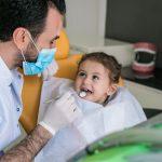 Jente hos tannlegen
