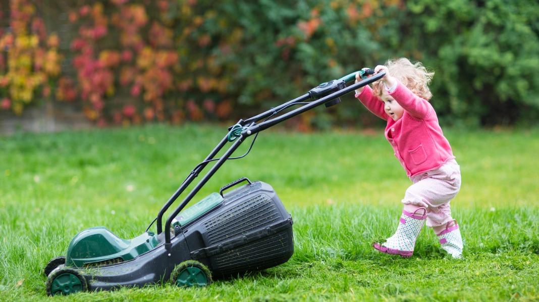 Maskiner er blant ting som oppbevares utilgjengelig for de små ute. Illustrasjonsfoto: iStock