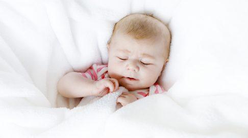 4-6 måneder - mer sammenhengende nattesøvn