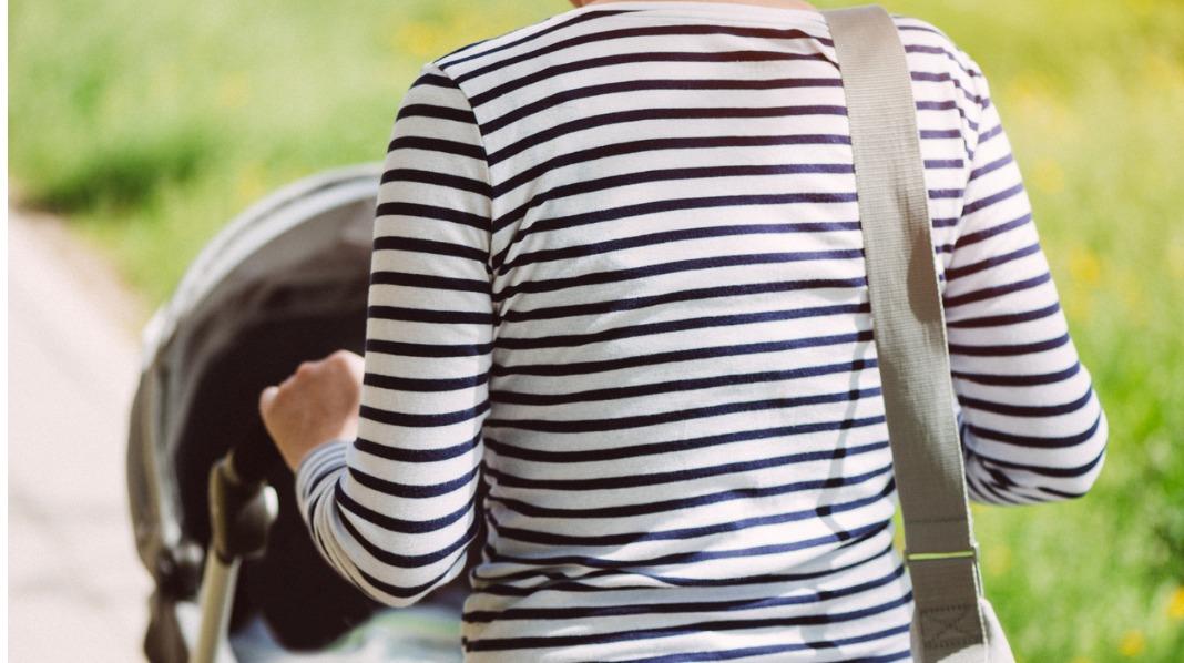 Mange dekker vognåpningen for å hjelpe barnet å stenge lys, lyder og vær ute. Men du risikerer å lage en dødsfelle. Illustrasjonsfoto: Shutterstock