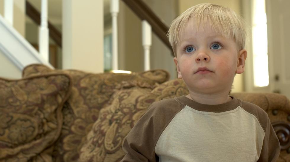 Noen bruker barne-tv som barnevakt, og har dårlig samvittighet. Illustrasjonsfoto: Shutterstock