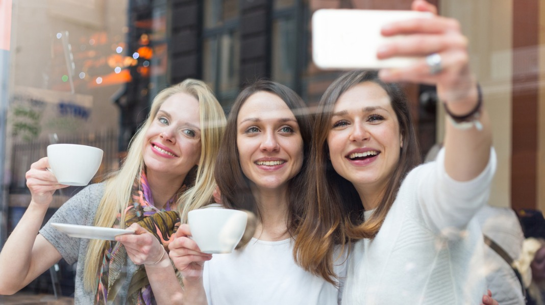 Litt egentid sammen med venninner er en lur investering også etter at du har fått barn. Illustrasjonsfoto: iStock