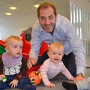 Flere fedre lenger hjemme med barna