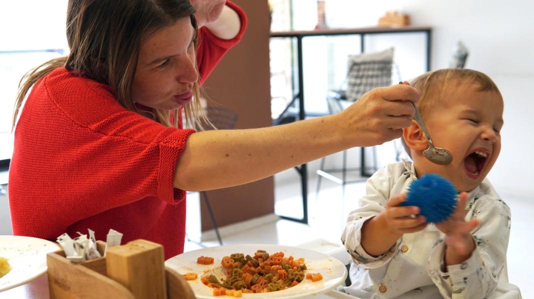 Det kan være frustrerende når barnet ikke vil spise. Illustrasjonsfoto: iStock