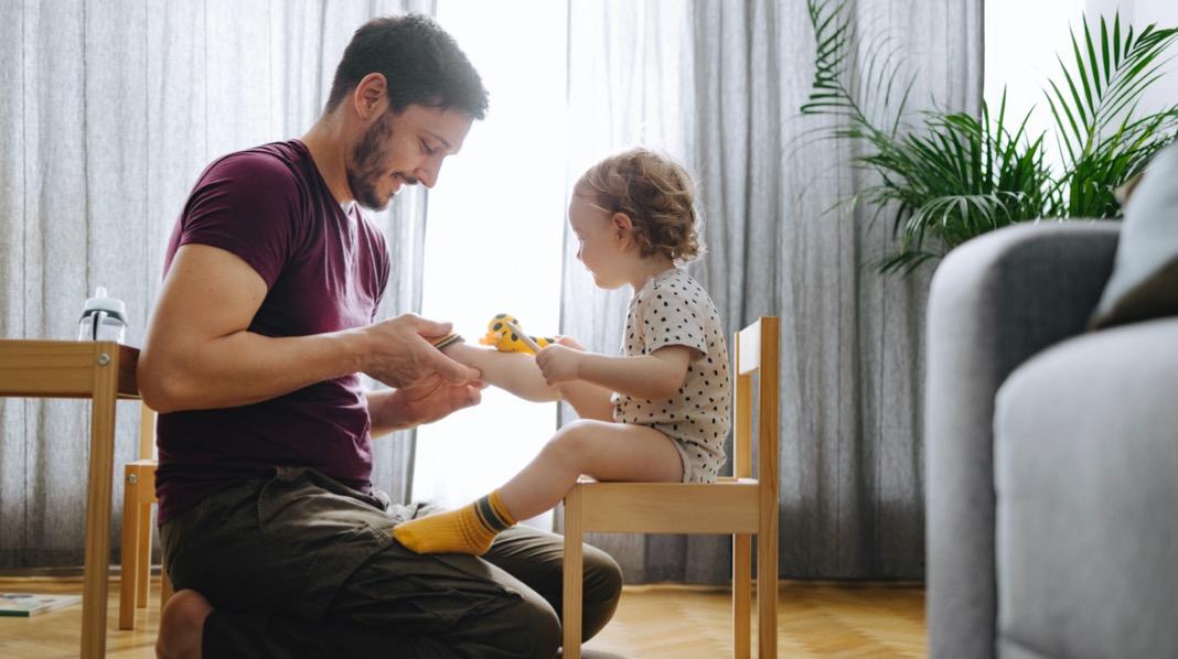 Ikke barnehageplass? Slik får du råd til å være hjemme.