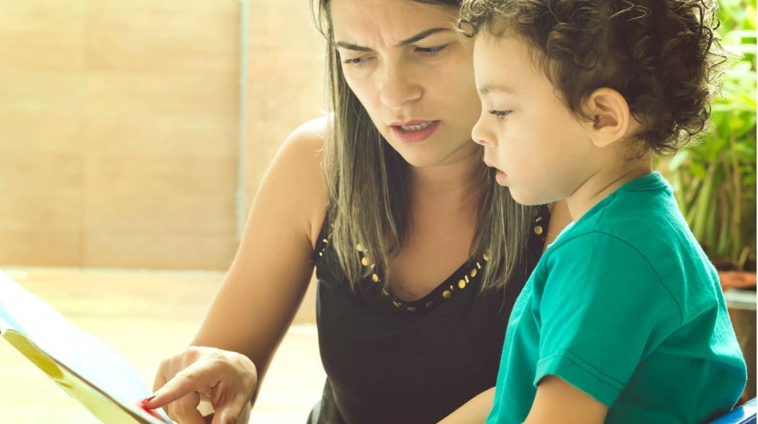Bøker og illustrasjoner kan hjelpe barn med å uttrykke følelser. Ill.foto: iStock
