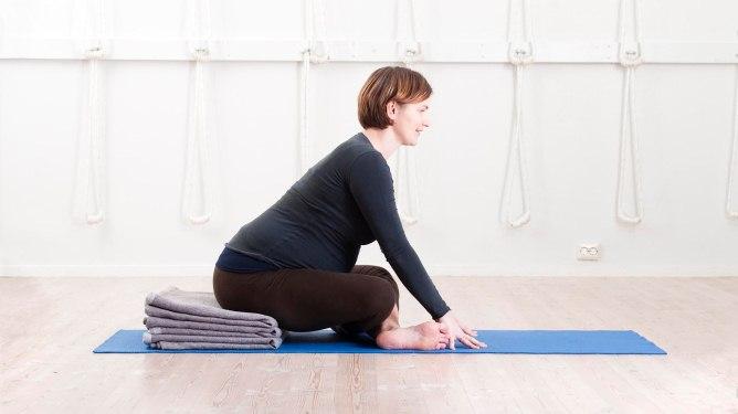 Prøv yoga mot kvalme og tretthet!