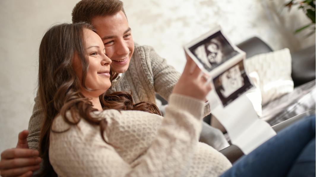 Det er del regler og rettigheter du bør sette deg godt inn i før barnet blir født. Illustrasjonsfoto: iStock