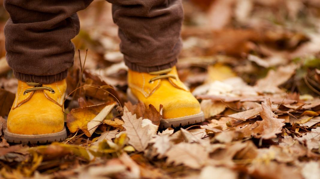 Når du skal velge sko til barnet er det aller viktigste at skoen passer til barnets fot. Illustrasjonsfoto: iStock