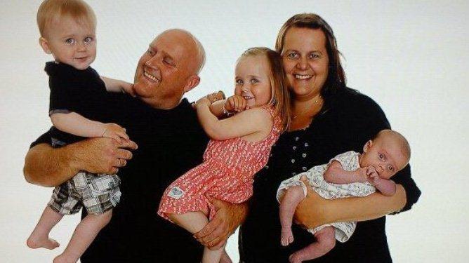 Alle fem samlet. Nå er Adelina 3 år, Emre 2 år og Sienna 1 år. Alle foto: Privat