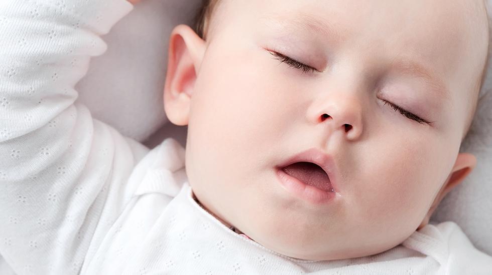 Gode rutiner tidlig i livet kan gjøre kveldene enklere for alle parter. Illustrasjonsfoto: Shutterstock