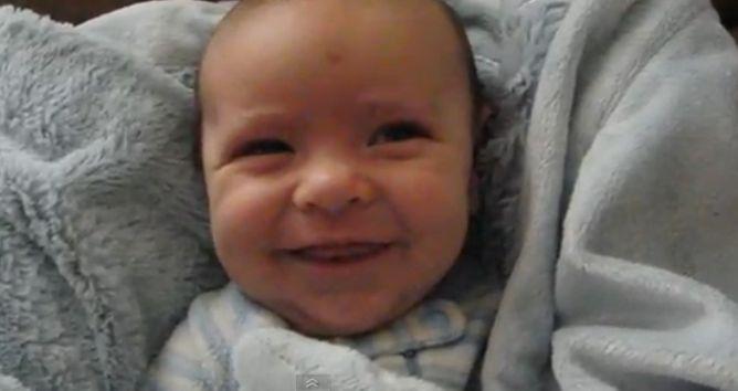 Herlig ansiktsuttrykk på vesle Oliver. Foto: Skjermdump fra YouTube