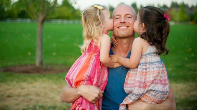 Petter er i dag lykkelig pappa til jentene Ava og Amelia. Foto: alle bilder i artikkelen er private