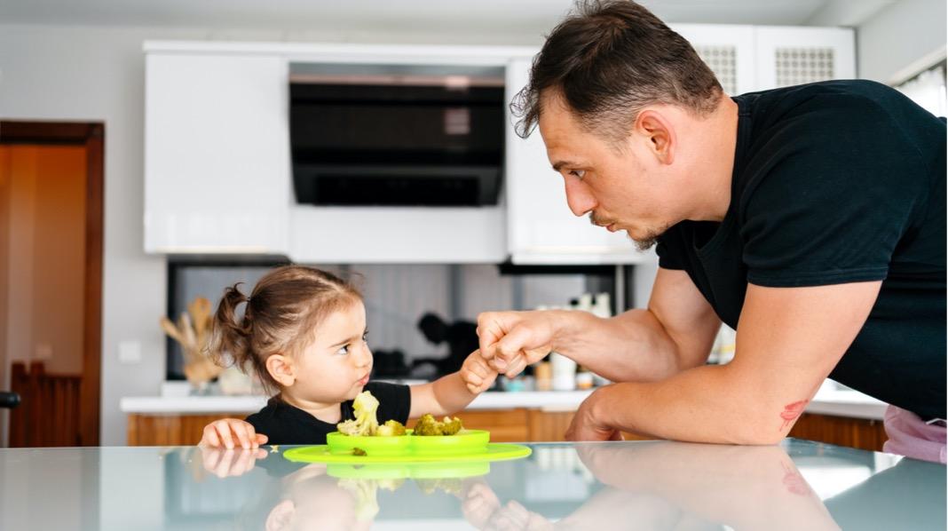 Tvinge toåringen til å spise middag?