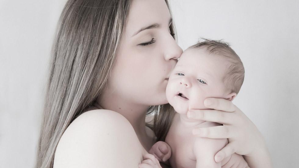 Det kan være nyttig å tenke på de første par månedene som en slags unntakstilstand. Lytt til kroppen og bli kjent med babyen, er jordmor Ragnas råd. Illustrasjonsfoto: Shutterstock