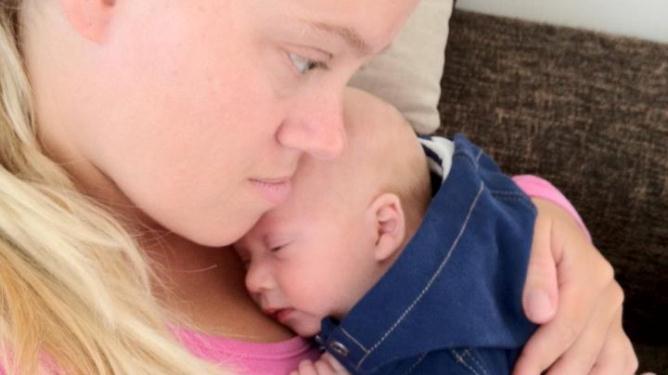 Mor og sønn. Foto: privat