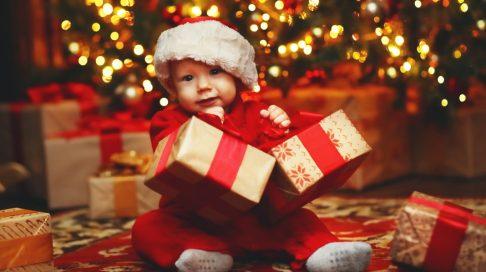 Babyens første jul er en spesiell opplevelse - ikke minst for foreldrene. Illustrasjonsfoto: Shutterstock