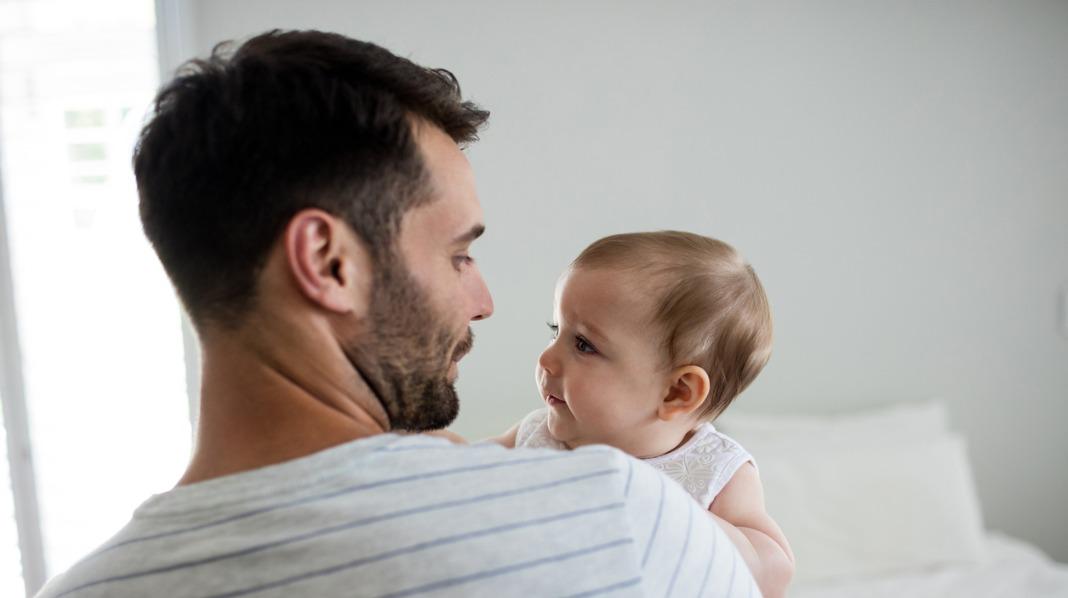 Far og datter søvn natt