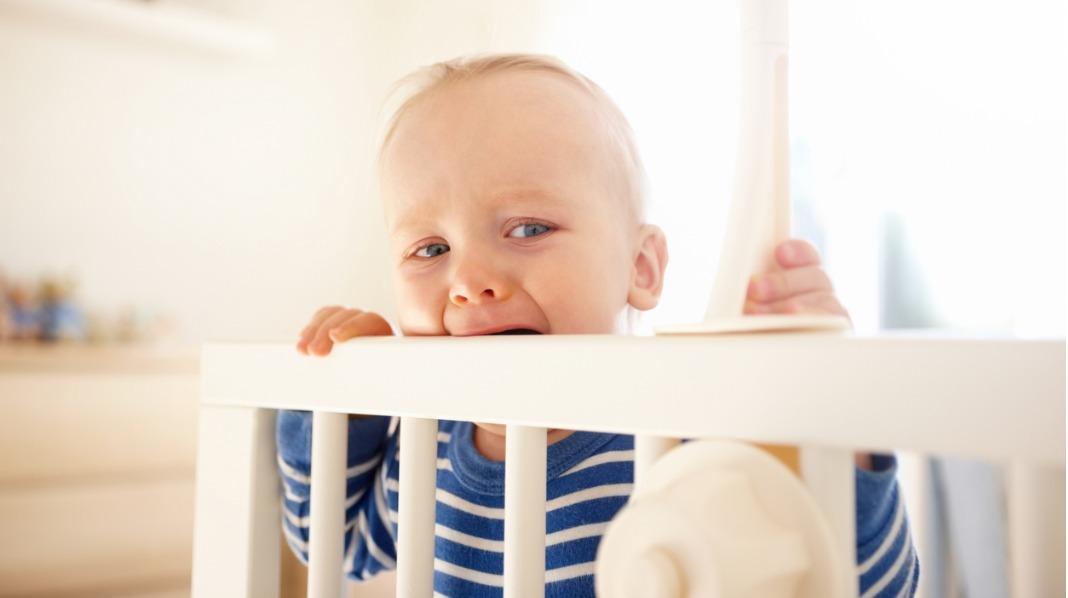 Når barnet står i sengen og ikke vil sove | Blogg | Babyverden.no