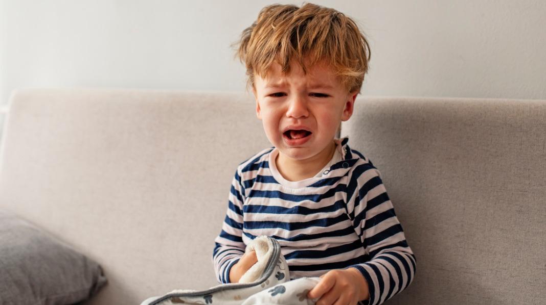 Treåring sint