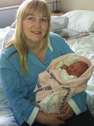 Her er Cecilie og Runa trygt på sykehuset i Bodø.
