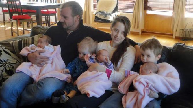 Camilla og Willy gikk fra å være to til sju i løpet av tre og et halvt år. Foto: privat