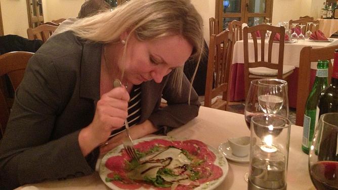 Mmm, mat. Min favoritt: Carpaccio -rått, rødt kjøtt med parmesan. Foto: Privat