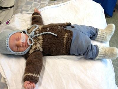 Her er Max klar for hjemreise, i klær størrelse 40-44.
