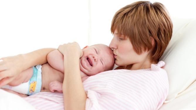 UNN mener nybakte mødre må få mer ro når de er på sykehuset. Illustrasjonsfoto: Crestock