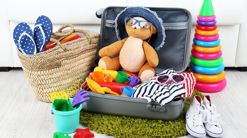 Babyens favorittkosedyr kan være lurt å ha med. Pakk lurt – det som er enkelt å få tak i der dere skal reise, kan dere kanskje kjøpe der? Illustrasjonsfoto: Shutterstock
