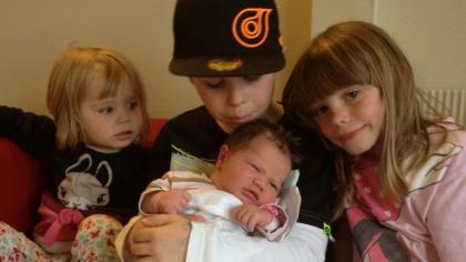 En fin gjeng. Martin (9) er Stians sønn fra før, Ariane Inez (7) er Miriams datter fra før, og deres felles døtre Aurora Isabel (2) og vesle Amalie Iselin.