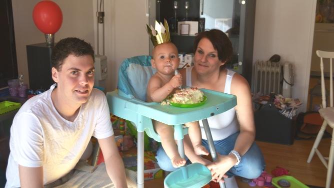 Familien samlet på Melissa Kristins ettårsdag.