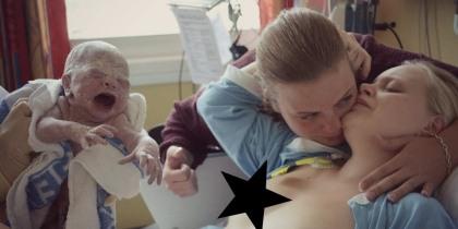 Marion er stolt mamma til Tiril Alexandra. Hun fikk god støtte under fødselen av gudmor Monika Gundersen(bildet) og Liss-Emma Antonsen (som tok dette bildet).