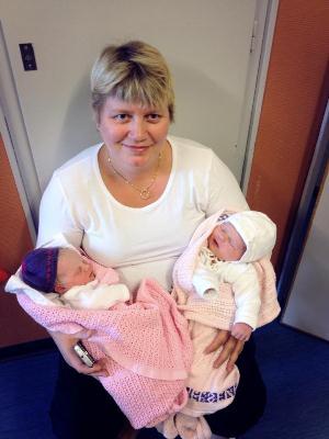 I løpet av 40 minutter ble Line Grethe mormor til to jenter. Selv venter hun sitt eget barn nummer seks på nyåret.