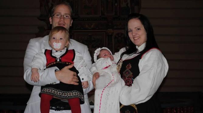 Her feirer familien dåpen til minstemann - Olava Johanne. Foto: privat