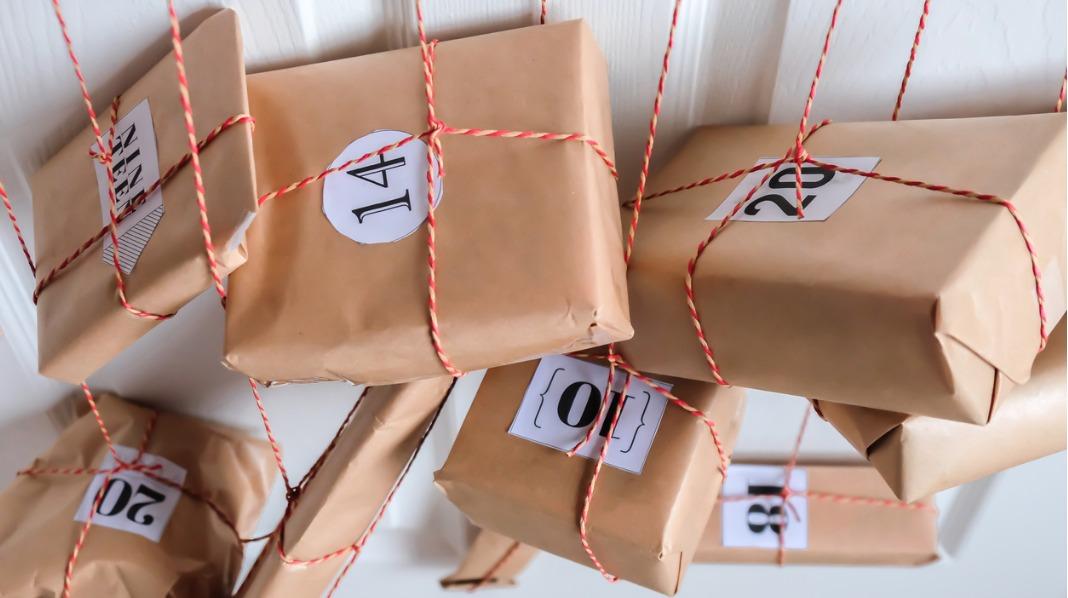 Med hjemmelaget julekalender kan du selv bestemme hvor mye eller hvor lite du ønsker å legge i de enkelte gavene. Alle illustrasjonsfoto: iStock