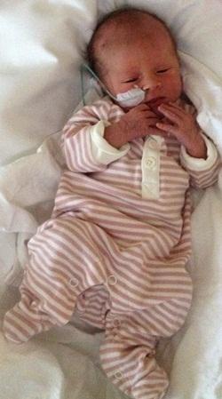 En liten jente! Vesle Alva er født.