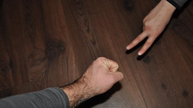 Stein, saks, papir... denne gangen vant Kevin. Begge foto: privat