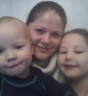 Her er Karianne sammen med Kaisa og Kristoffer nå i år.