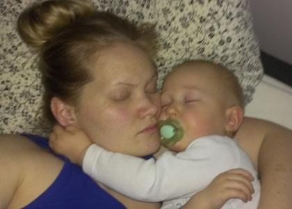 Slik vil helst den pjuskete storebroren sove. Foto: privat