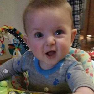 Her er Tobias 6 1/2 måned gammel. Verdens blideste gutt. Jeg kan ikke forestille meg livet uten han, skriver mammaen. Foto: privat
