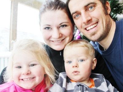 Lykkelig firkløver til tross for kronglete start på familietilværelsen. Foto: privat
