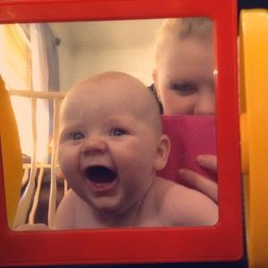 Her er Tage Alexander en stor og fin gutt på 4 1/2 måned.