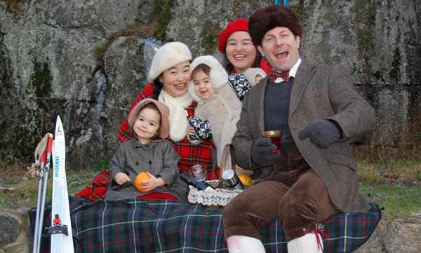 Familiens julekort fra 2011. May-Brit og Reidar sammen med barna Lykke-Merlot, Perle-Gamay og Julie Chardonnay Marie.