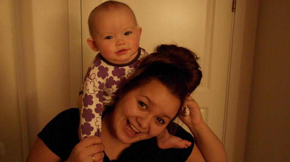 - Nå har jeg en nydelig prinsesse, Anneli. Jeg er en lykkelig mamma, og vi nyter livet! Foto: privat