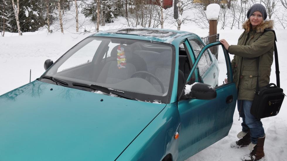Litt vemodig å sette seg i bilen og kjøre fra minien, selv om hun har det fint med pappaen sin. Foto: privat