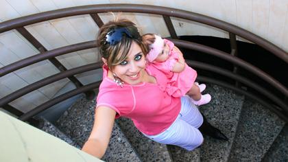 Mange synes trapper er skummelt med en liten baby i armene. Illustrasjonsfoto: Shutterstock