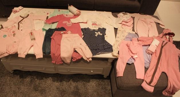 Lillesøster har allerede full garderobe.