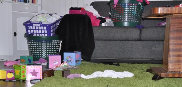 Stuegulvet mitt på en gjennomsnittlig dag, skriver Ingunn om dette bildet. Foto: privat
