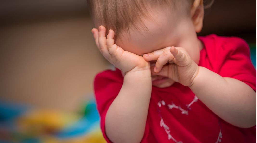 Barn blir ofte ofte urolige, irritable og frustrerte når de får for lite søvn. Illustrasjonsfoto: iStock